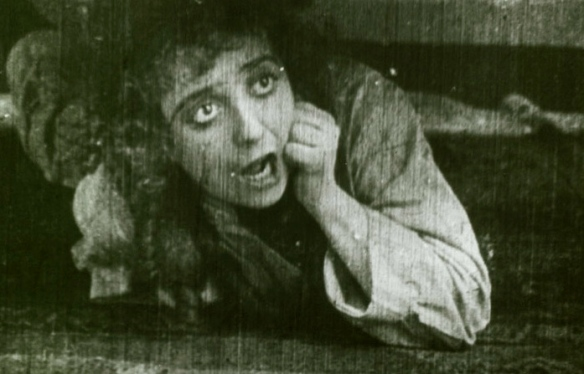 screaming mabels-strange-predicament-1914-us-public-domain-expired-copyright-published-before-1923-commons-wikimedia-org