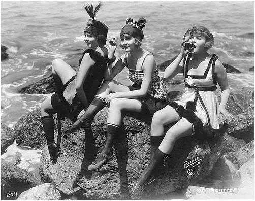 play flappers-on-rocks-beach-wear-t0f20