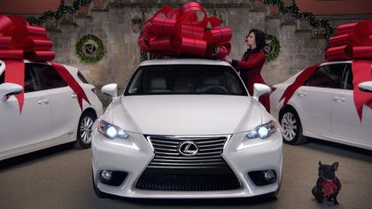 christmas bow Lexus car