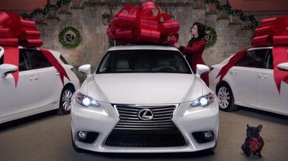 christmas bow Lexus car