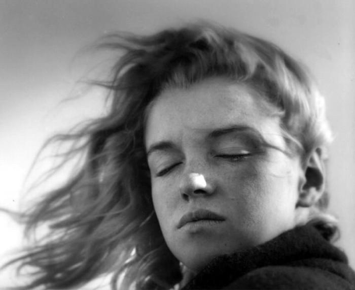 Norma Jean Baker in 1946, photographed by Andre de Dienes.