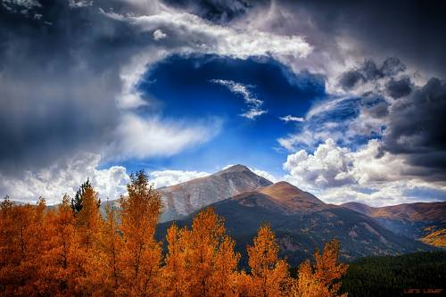 autumn mountains cloud sky by Lars