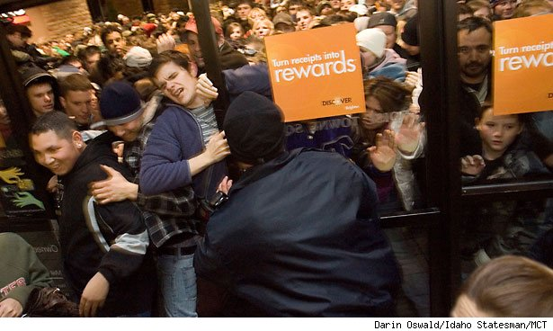 store-crowd-black-friday-blur-615cs112212