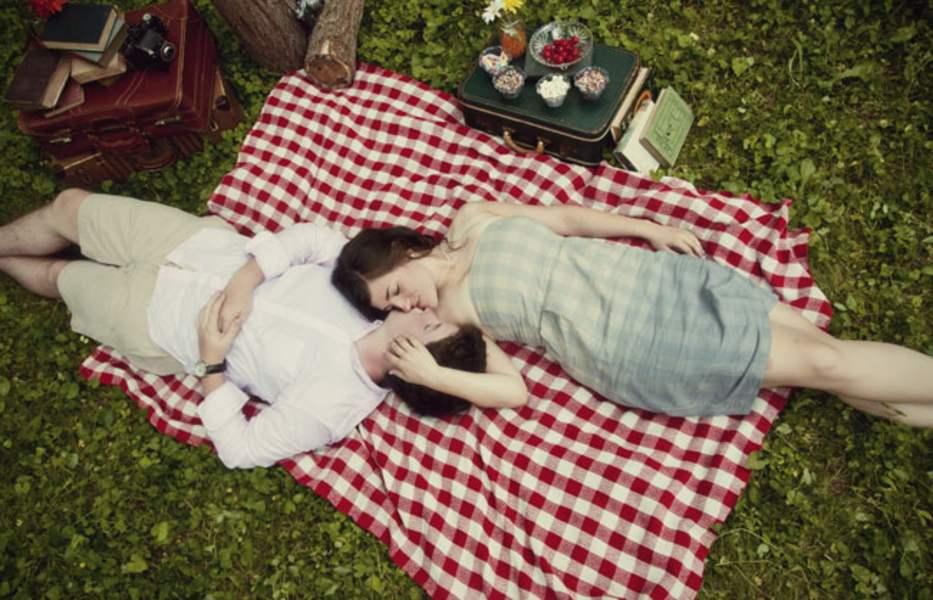 vintage love couple kiss dunaway_cornwellengagement_connection_photography_34_low kiss