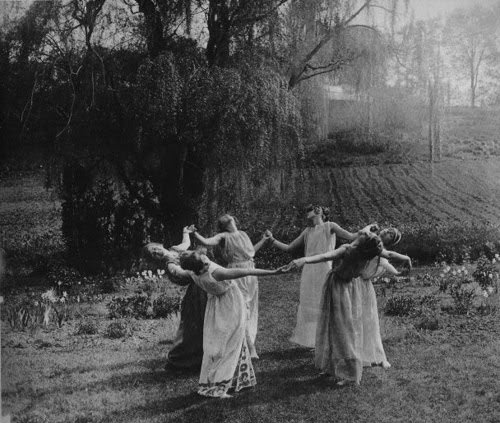 vintage rebel women black-and-white-dance-nature-pegan-vintage-witches-favim-com-46861