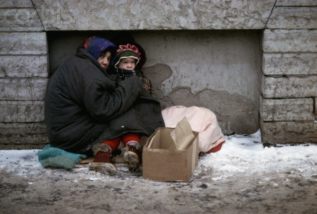 homeless-child-mother-snow